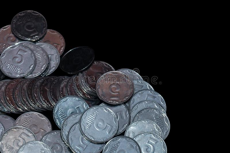 Небольшие украинские монетки изолированные на черной предпосылке конец красит воду взгляда лилии мягкую поднимающую вверх стоковые фотографии rf