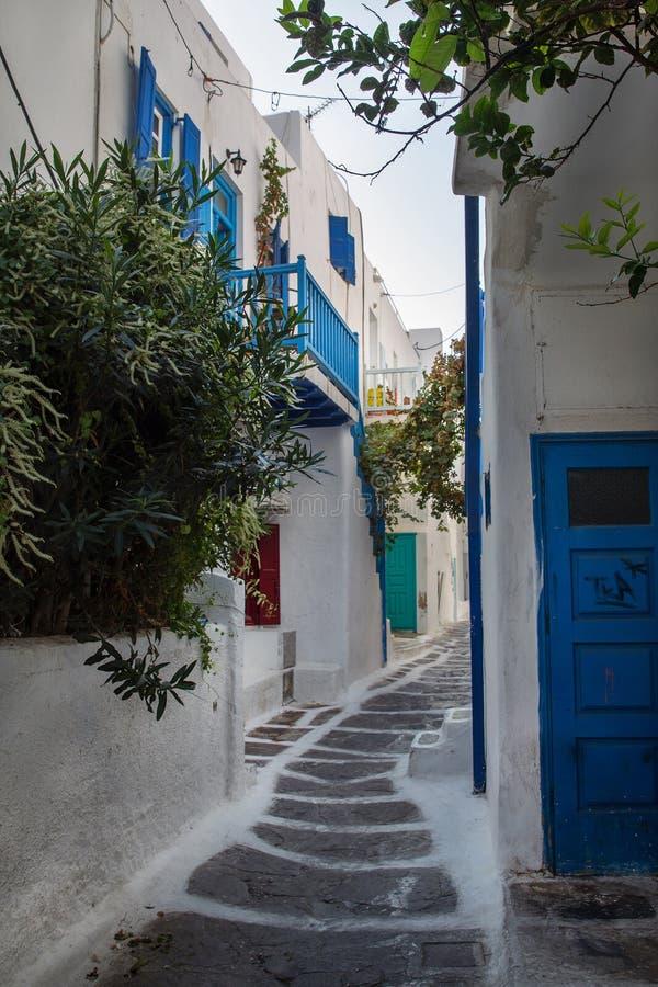 Небольшие улицы острова Mykonos стоковое фото rf