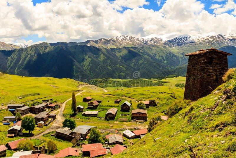 Небольшое горное село Omalo, взгляд сверху Грузия, Tusheti стоковые фото