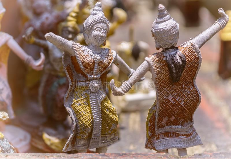 2 небольшое, танцуя статуи стоковая фотография rf