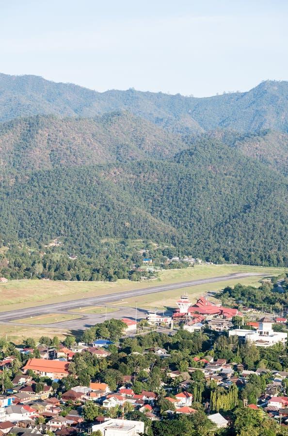 Небольшой аэропорт в долине стоковое изображение rf