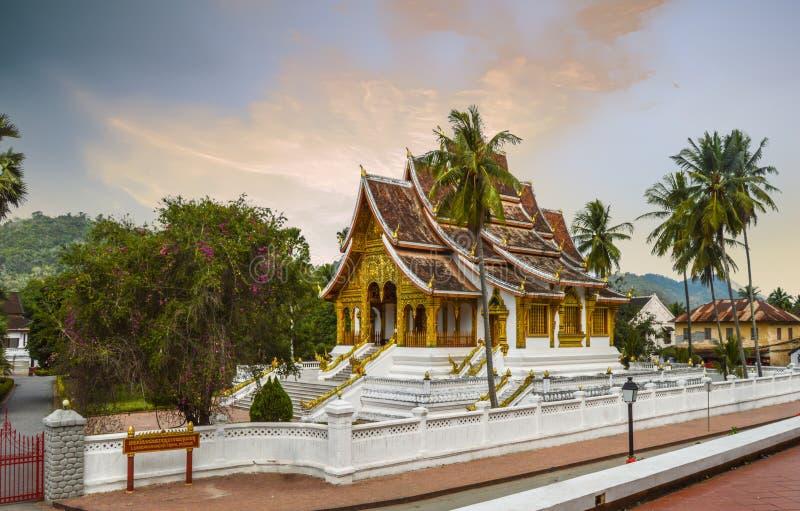 Небольшой буддийский висок на землях музея в Luang Prabang Лаосе стоковая фотография