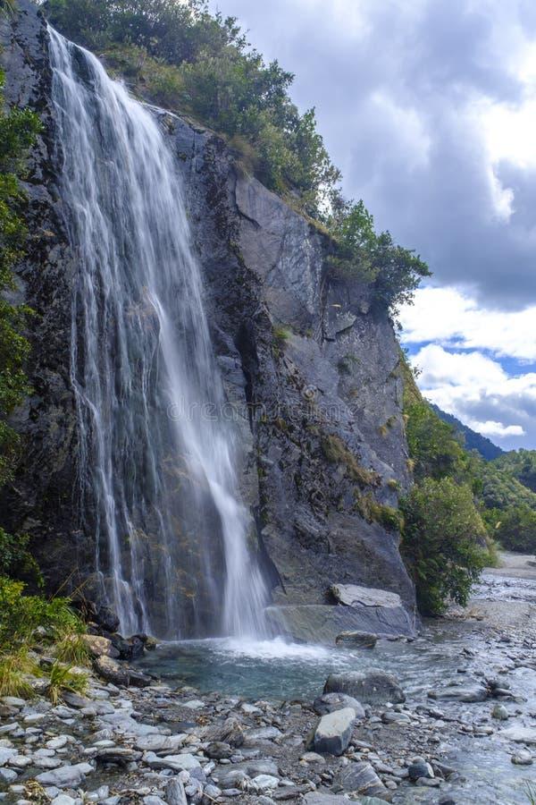 Небольшой водопад около ледника Frantz Josef стоковые фото
