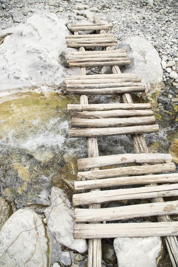 Небольшой деревянный мост стоковое фото rf