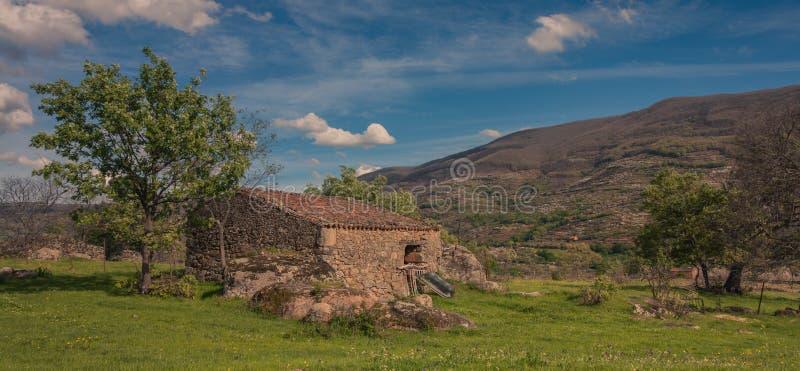 Небольшой дом камня стоковое изображение rf