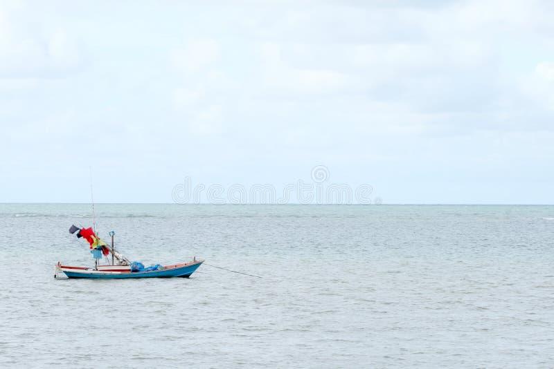 Небольшой корабль моря для удить в Таиланде стоковое изображение rf