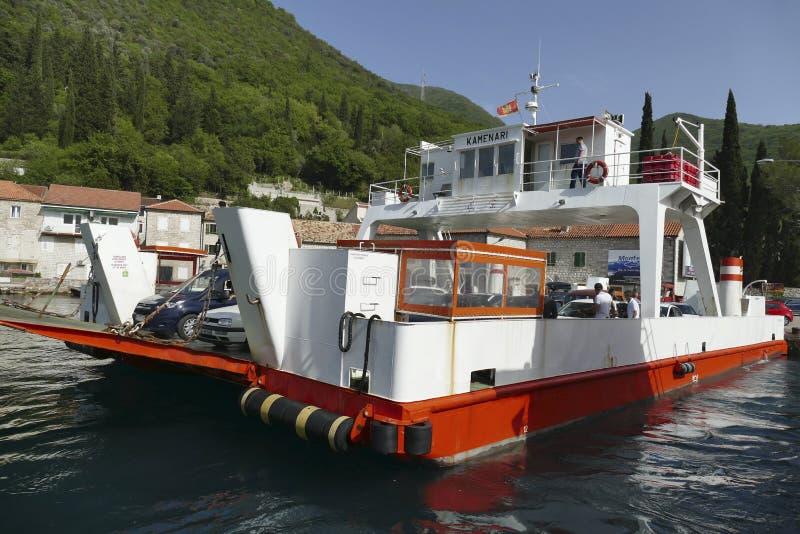 Небольшой паром через залив Kotor стоковое изображение