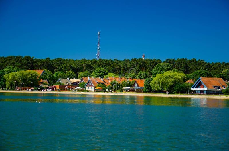 Небольшой рыбацкий поселок Nida, вертел Curonian, Балтийское море, Литва стоковая фотография