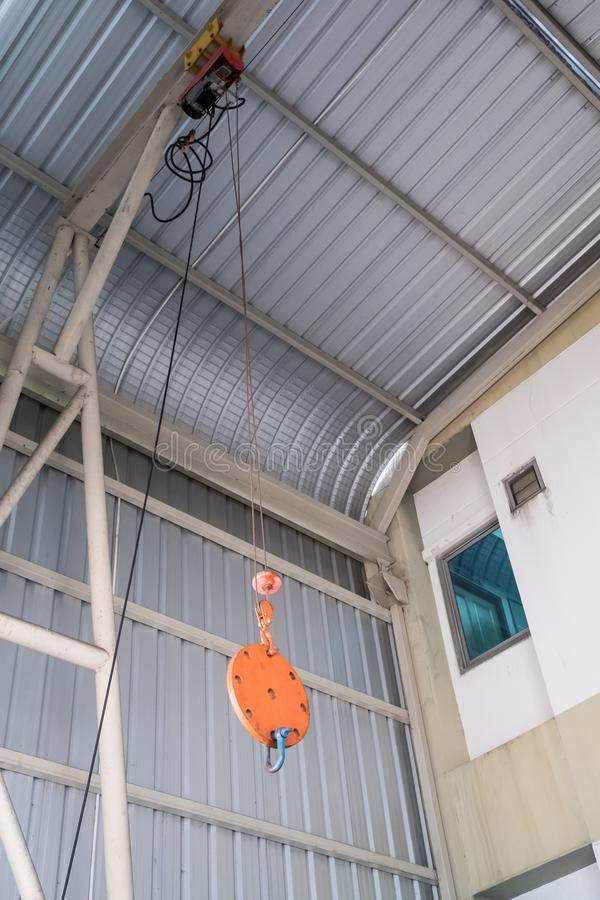 Небольшой слинг веревочки электрического крана стоковые фотографии rf