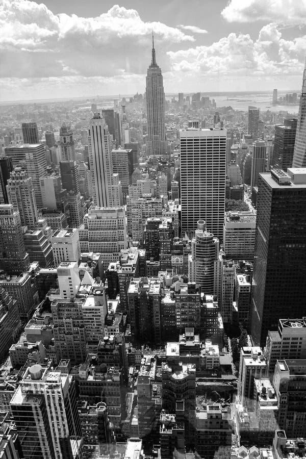 небоскребы Вид с воздуха Нью-Йорка, Манхаттана черная белизна стоковые изображения rf