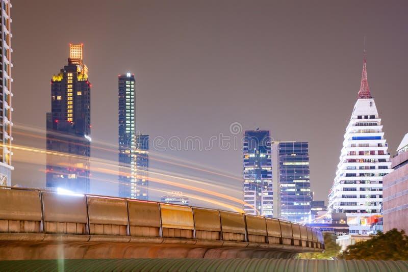 небоскребы и BTS в Бангкоке стоковое фото