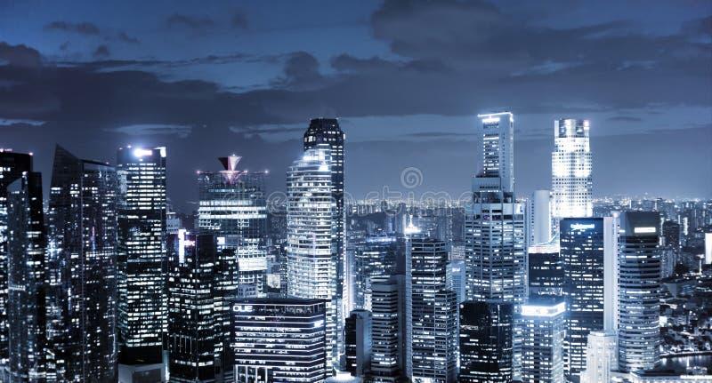Небоскребы на ноче стоковая фотография rf