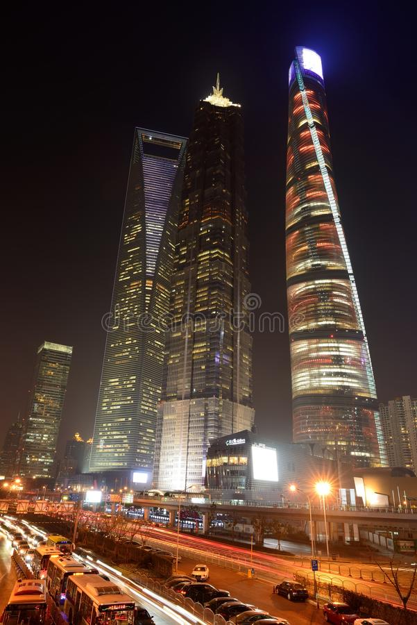 Небоскребы Шанхая на ноче стоковое изображение