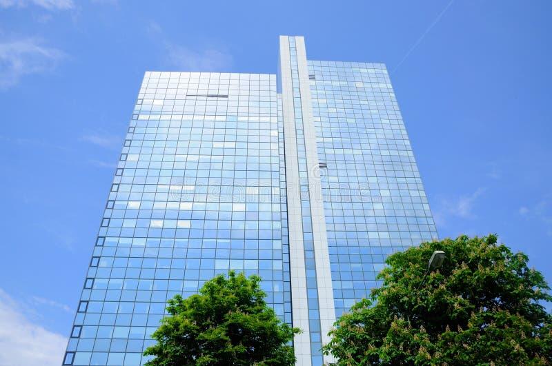 небоскреб зеркала frankfurt главный стоковые изображения