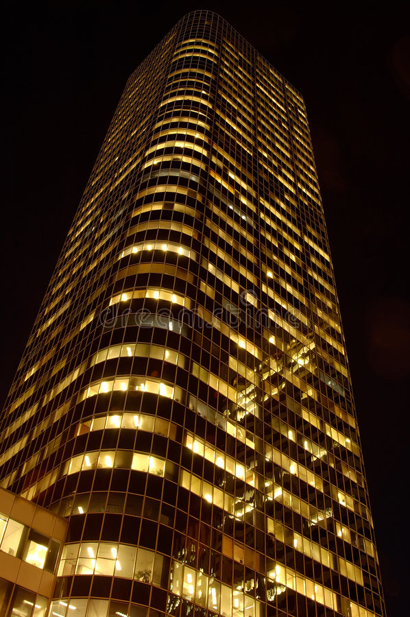 небоскреб ночи стоковые изображения rf