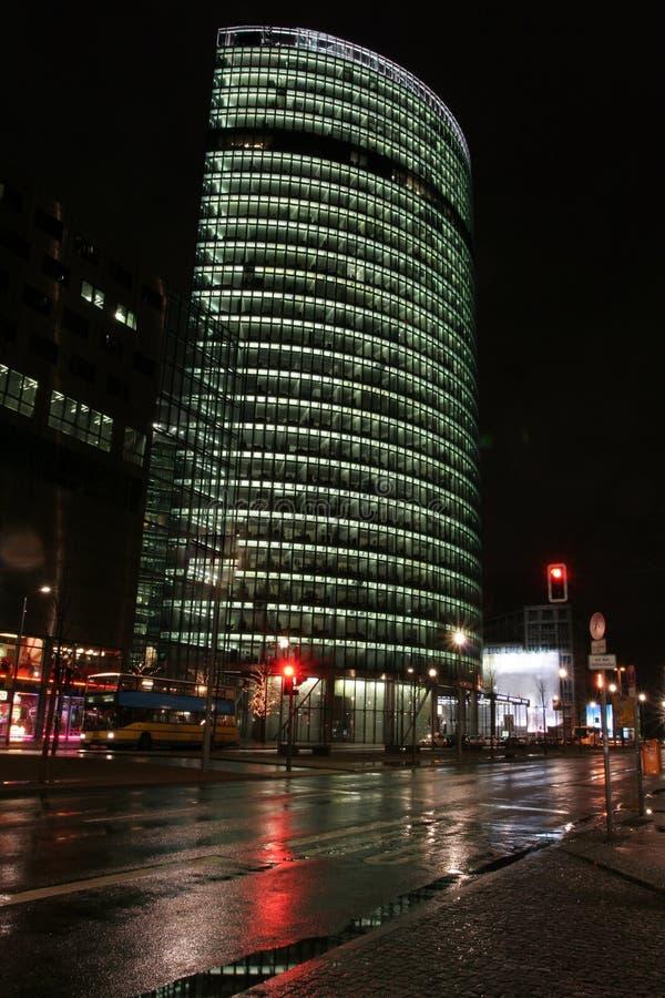 небоскреб ночи berlin стоковое изображение