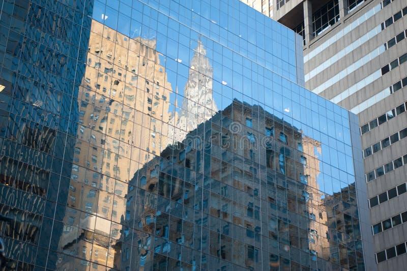 небоскреб отражений стоковые изображения rf
