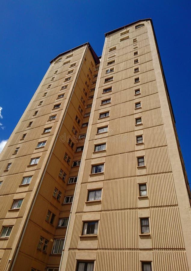 Небоскреб строя высокорослую квартиру в Кении стоковые изображения
