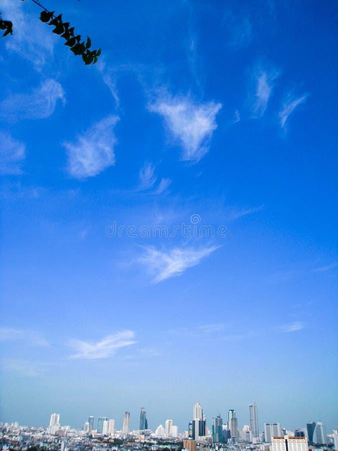 Небоскреб, центр города, городские пейзажи Бангкока, голубое небо, Таиланд стоковые изображения