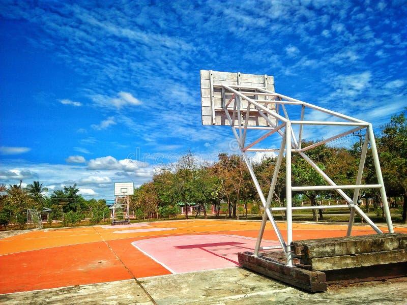 Небо баскетбола стоковые изображения rf