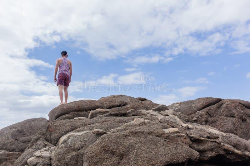 Небо береговых пород человека стоковые фото