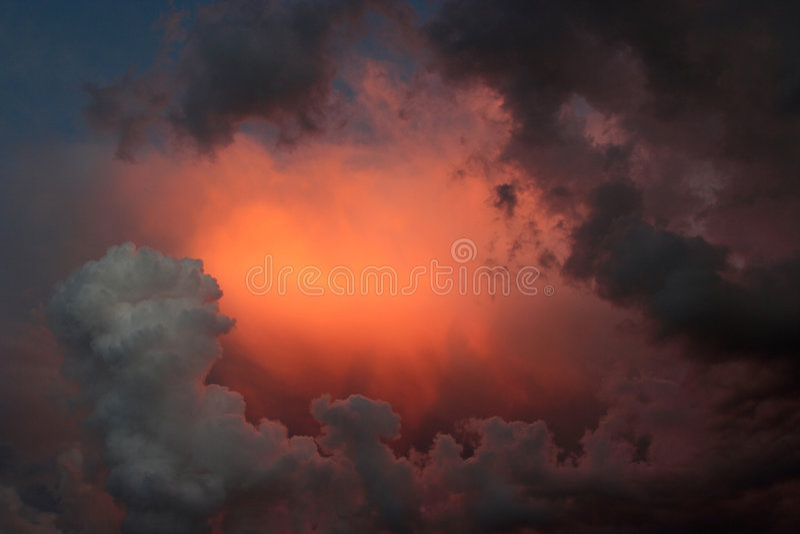 небо бурное