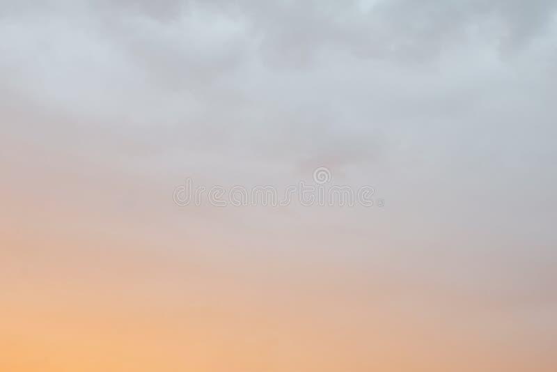 Небо вечера лета в заходе солнца стоковое изображение