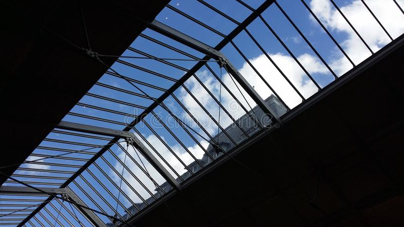 Небо в Париже стоковые изображения rf