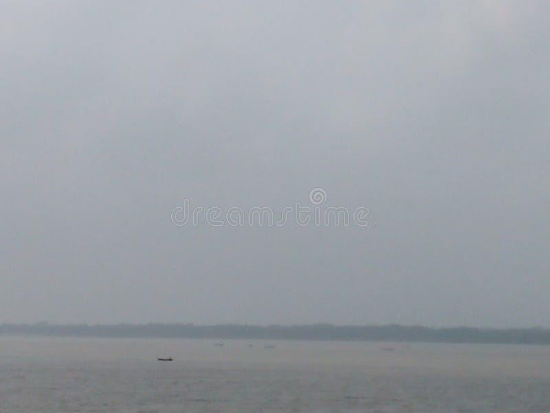 Небо в сердце реки стоковая фотография