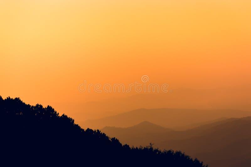 Небо горы и апельсина стоковые изображения rf