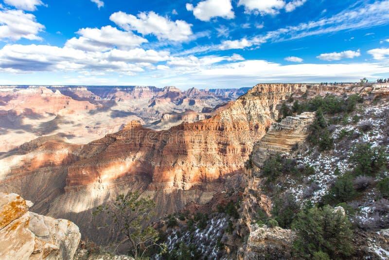 небо голубого дня каньона грандиозное солнечное стоковое фото rf