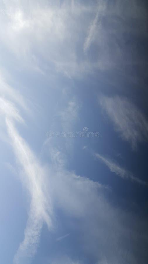 небо заволакивает выходные стоковые изображения
