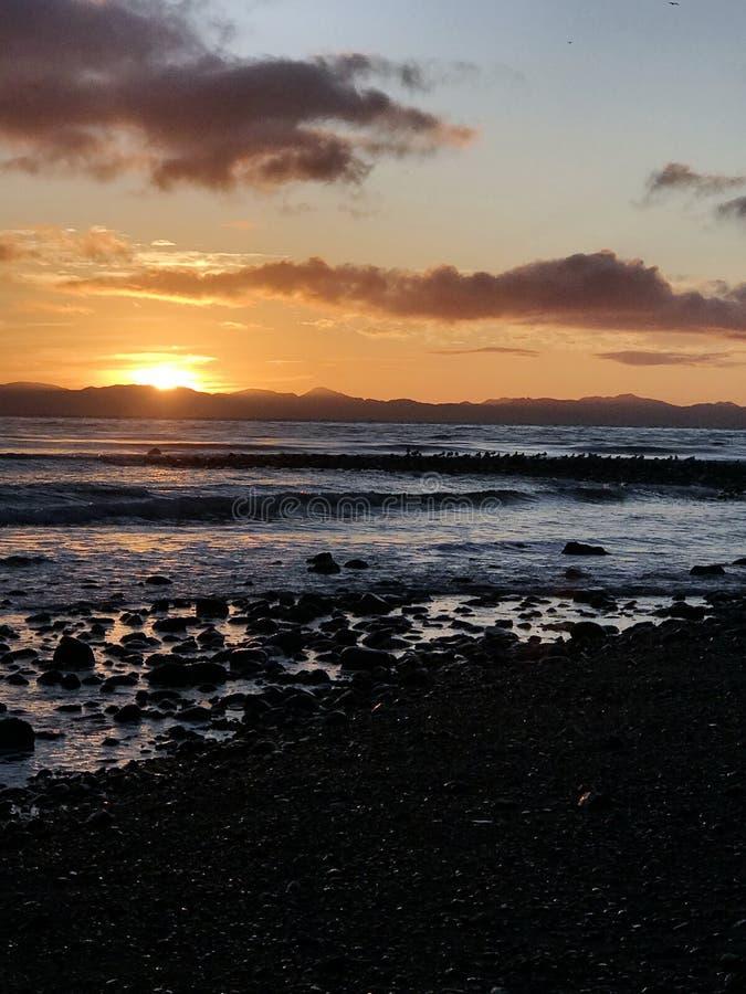Небо захода солнца на реке Иордан, острове ванкувер, ДО РОЖДЕСТВА ХРИСТОВА стоковое изображение