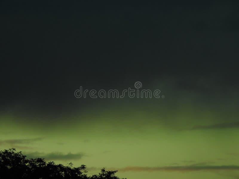 Небо зеленовато стоковое изображение