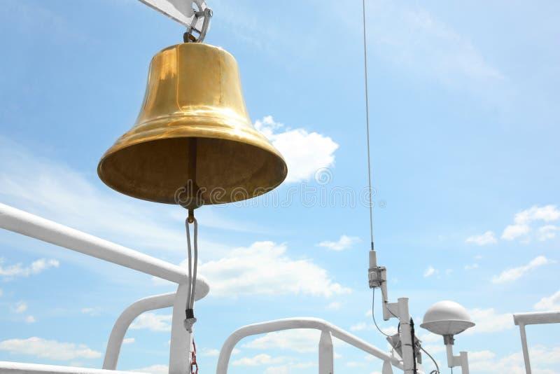 Небо колокола корабля голубое стоковые изображения