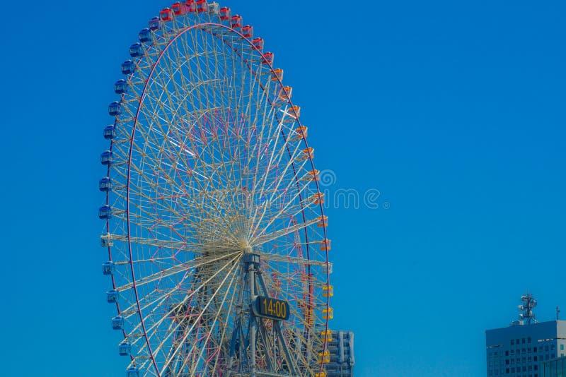 Небо лета и колесо Ferris стоковые изображения rf