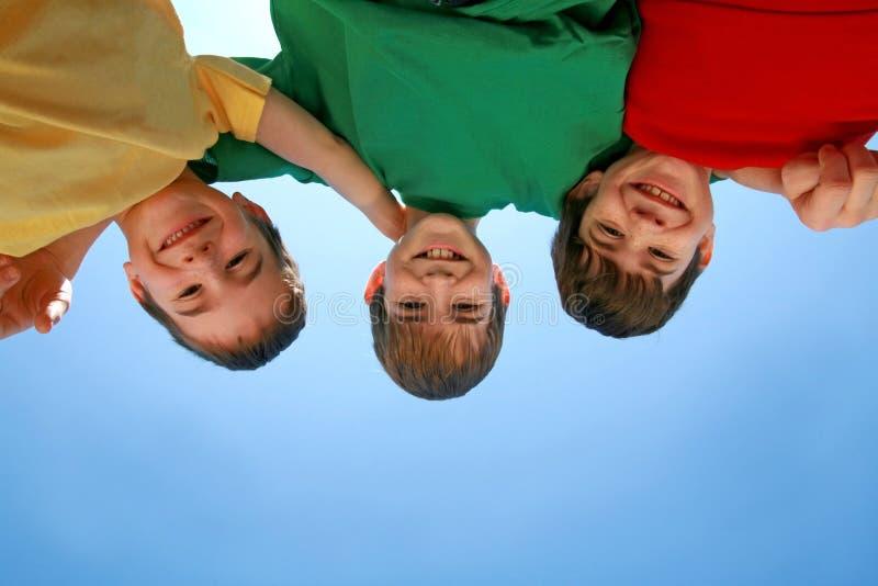 небо мальчиков стоковые фото