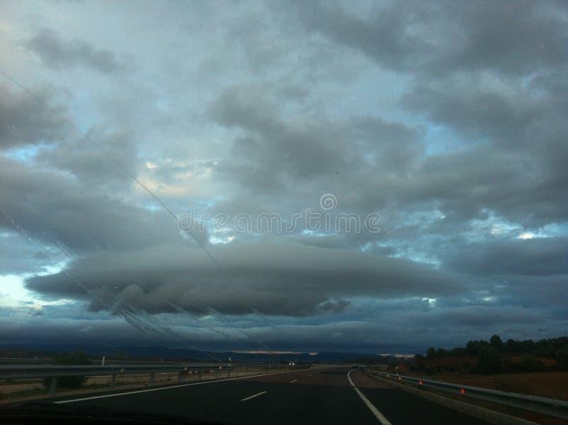 Небо на дороге стоковые фотографии rf
