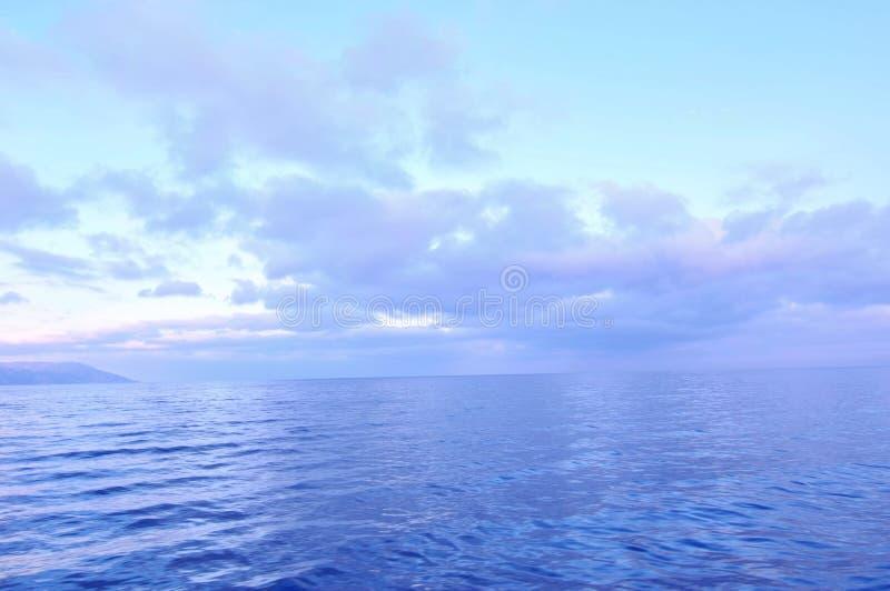 Небо, облака и ¼ ŒRussia ŒLake Baikalï ¼ lakeï стоковые фотографии rf
