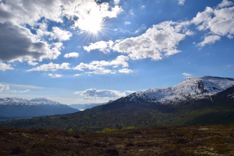 небо панорамы горы фильтра померанцовое стоковое изображение rf