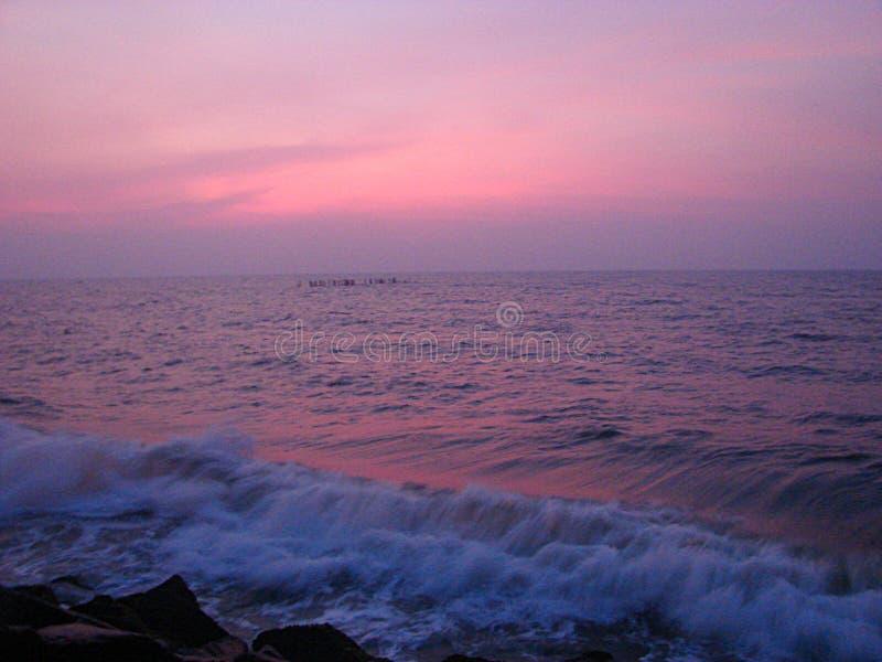 Небо перед восходом солнца на пляже стоковое изображение rf