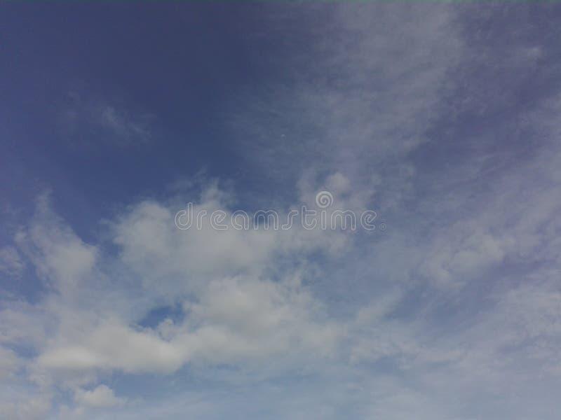 Небо покрыто с облаками стоковые изображения