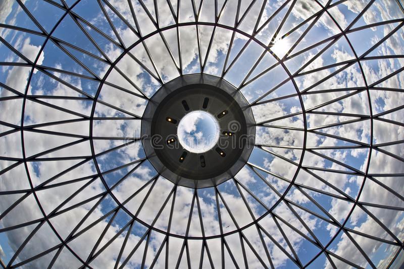 небо потолка стеклянное смотря стоковые изображения rf