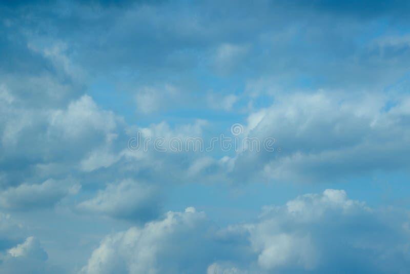 небо предпосылки красивейшее Драматическое небо, копирует космос для текста стоковая фотография