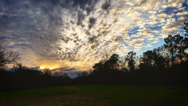 Небо предел Красиво заход солнца в Хьюстоне Техасе стоковое фото rf