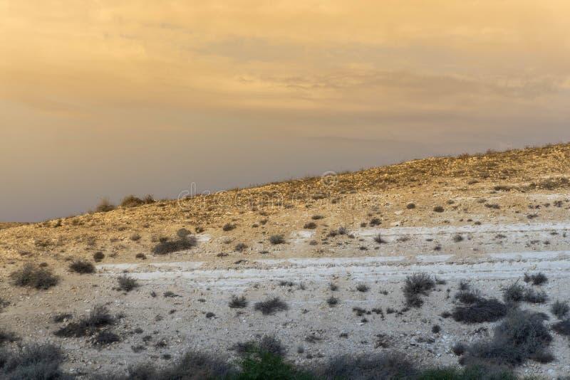 Небо пустыни с касанием желтого цвета стоковое изображение rf