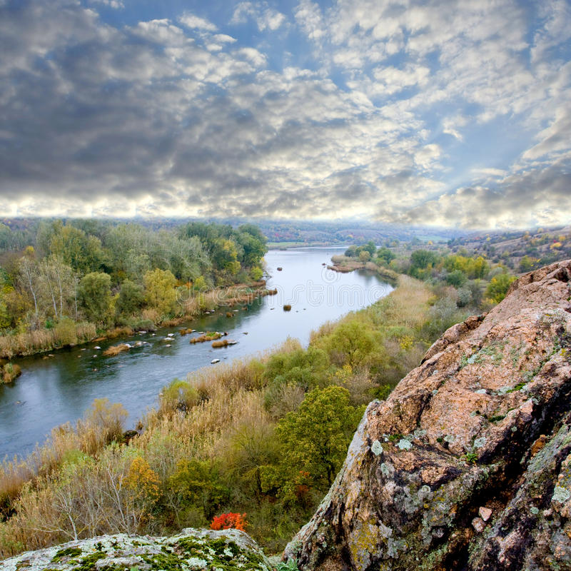 небо реки ландшафта скалы стоковое изображение