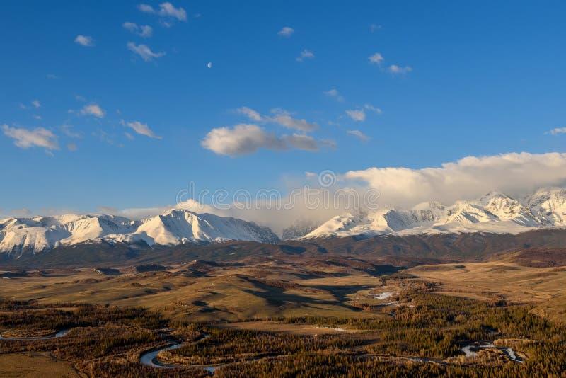 Небо снега горы заволакивает долина восхода солнца стоковая фотография rf