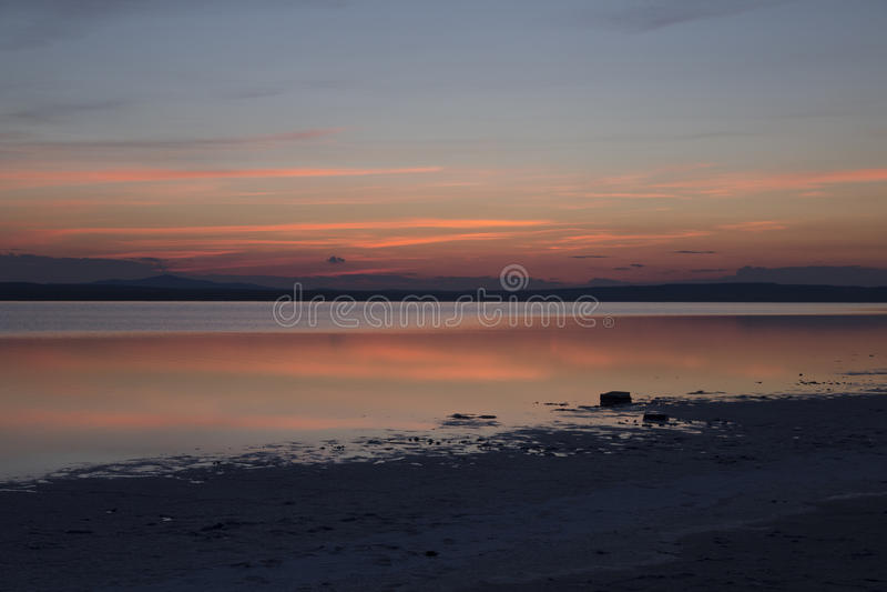 Небо сумрака на Большом озере стоковые изображения rf