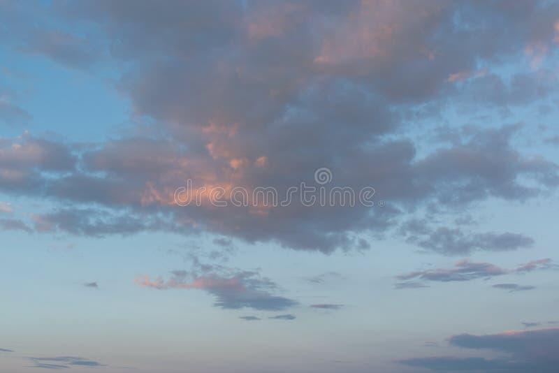 небо с облаками и солнцем стоковые изображения rf